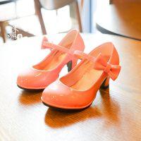 13c88f151 Детские туфли на каблуке ― плюсы и минусы