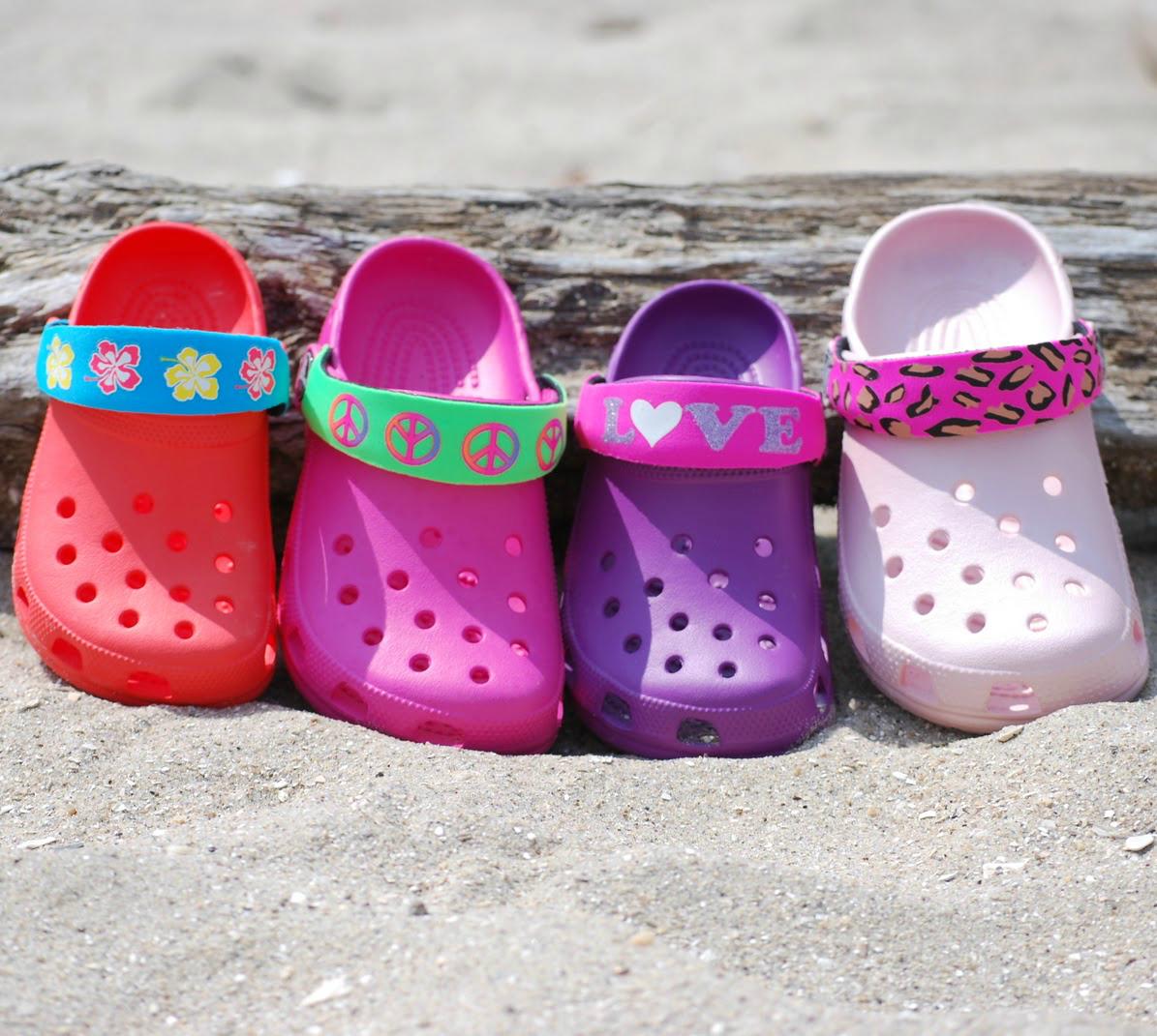 Як вибрати взуття для дитини на море  поради і рекомендації 2492335642a2d