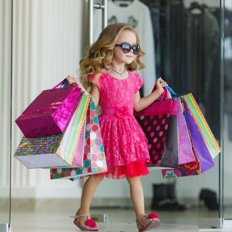 Поради при покупці одягу в інших країнах. Дитина з покупками Таблиця  відповідності розмірів дитячого ... 40ed0fa1bf688